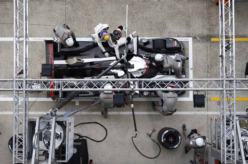 porsche-919-hybrid-of-wec-machine-run-the-french-suburb-of-public-road-at-320km-h-than20160609-5