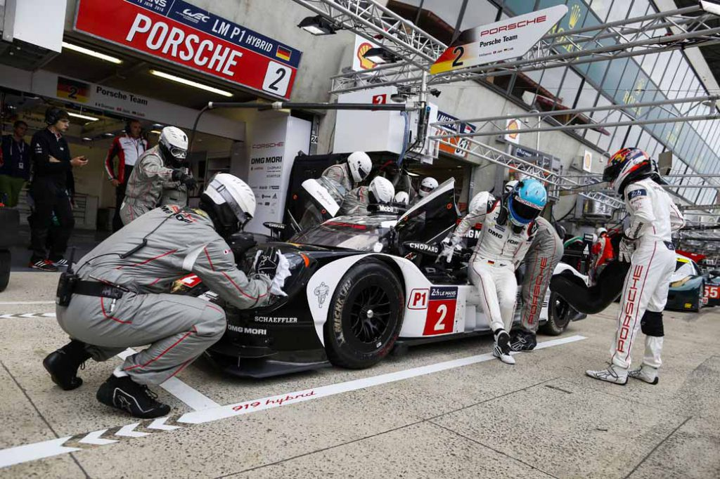 porsche-919-hybrid-of-wec-machine-run-the-french-suburb-of-public-road-at-320km-h-than20160609-8