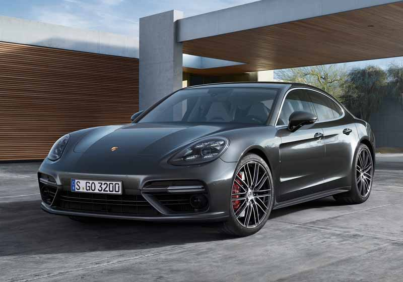 porsche-held-the-world-premiere-of-the-new-panamera-in-berlin20160629-11