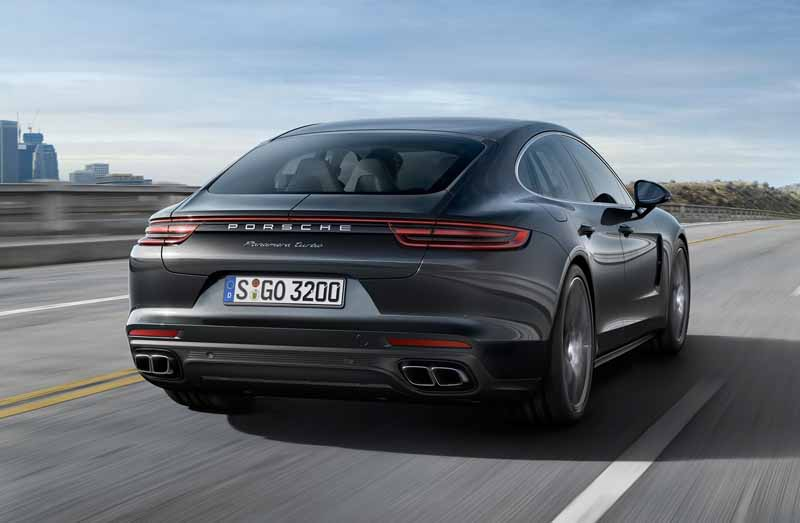 porsche-held-the-world-premiere-of-the-new-panamera-in-berlin20160629-14