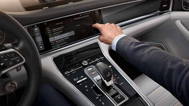 porsche-held-the-world-premiere-of-the-new-panamera-in-berlin20160629-18