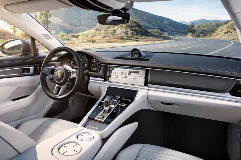porsche-held-the-world-premiere-of-the-new-panamera-in-berlin20160629-24