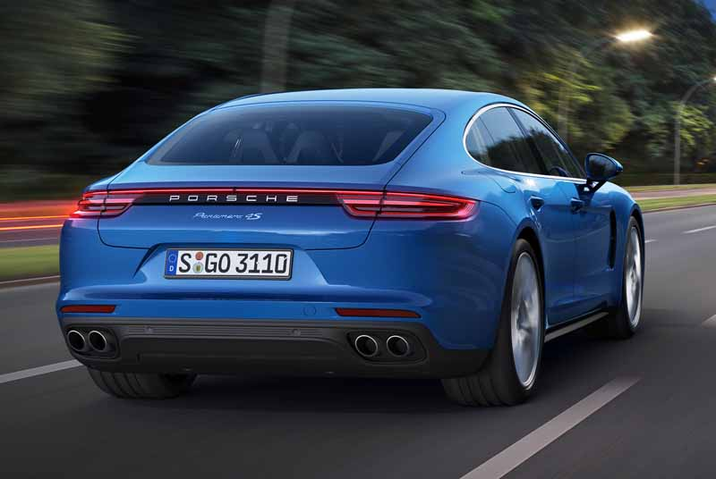 porsche-held-the-world-premiere-of-the-new-panamera-in-berlin20160629-3