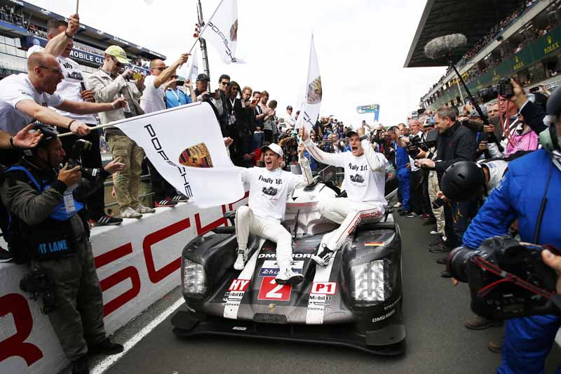 porsche-overall-victory-the-le-mans-24-hour-race-which-celebrated-its-18-th-dramatic-finale20160621-6