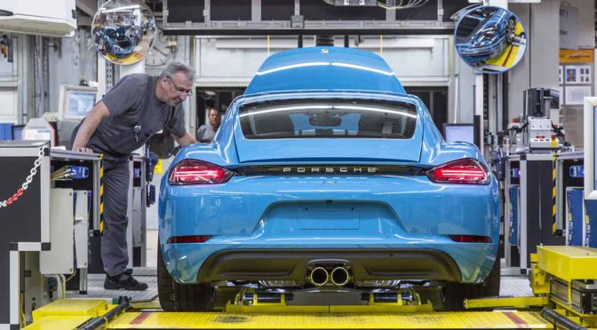 porsche-started-in-zuffenhausen-production-of-the-new-718-cayman201606006-1