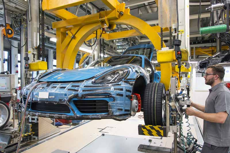 porsche-started-in-zuffenhausen-production-of-the-new-718-cayman201606006-2