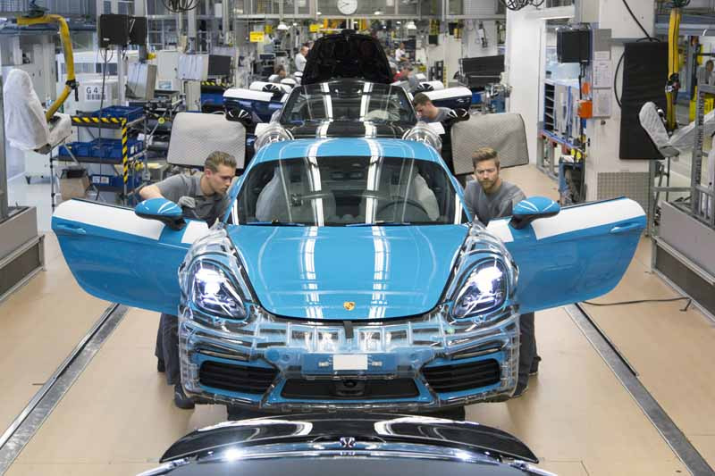 porsche-started-in-zuffenhausen-production-of-the-new-718-cayman201606006-4