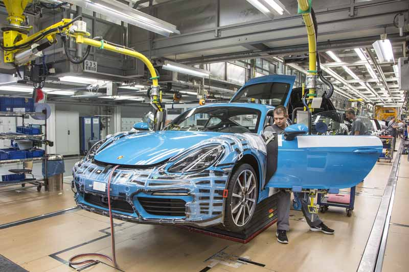 porsche-started-in-zuffenhausen-production-of-the-new-718-cayman201606006-5