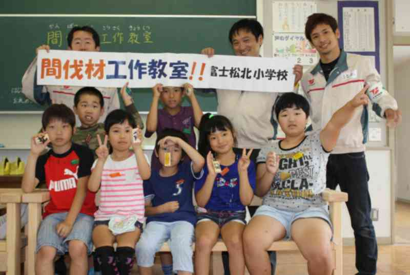 toyota-boshoku-conducted-the-work-classroom-using-the-thinning-of-forest-development-in-the-elementary-school-of-kariya20160624-3
