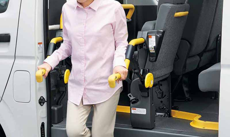 toyota-improved-part-in-response-to-an-increase-in-the-elderly-population-the-hiace-and-regius-ace20160601-1