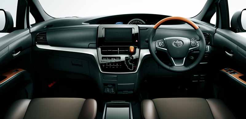 toyota-redesigned-the-front-design-of-the-estima-and-estima-hybrid20160606-14
