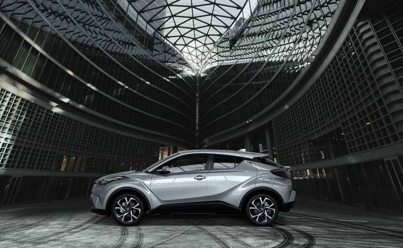 toyota-unveiled-the-interior-design-of-the-toyota-c-hr-in-milan-italy20160628-9