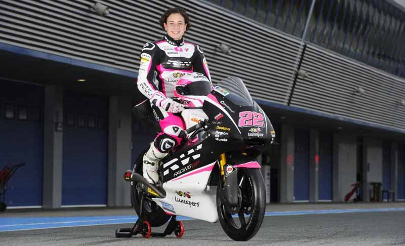 women-gp-rider-of-tomo-igata-honored-as-female-legend-rider-than-fim20160601-5