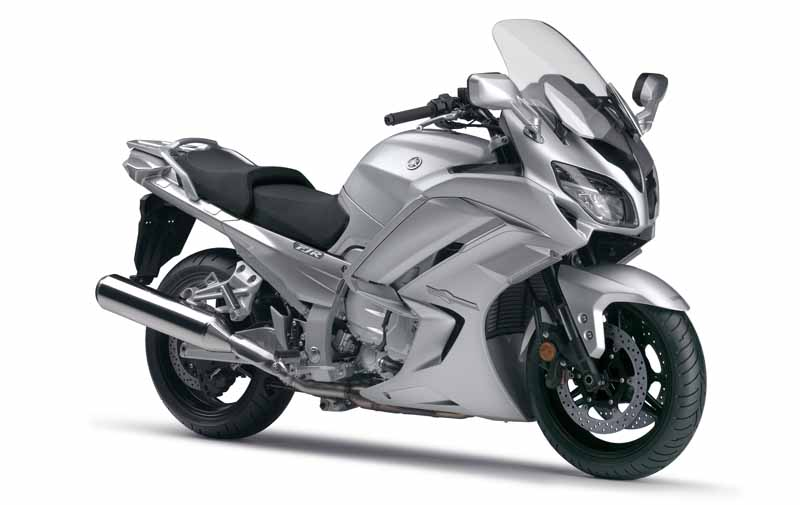yamaha-motor-co-long-distance-tourer-fjr1300as-that-combines-sportiness-launched-the-same-1300a20160609-1