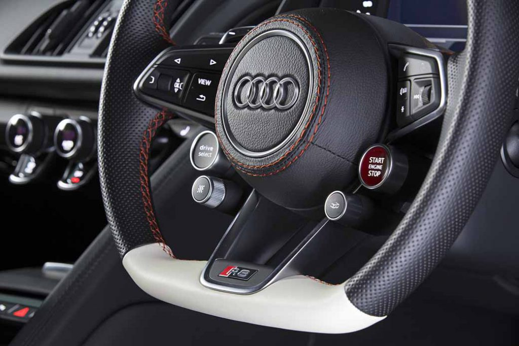 audi-r8-cg-video-work-kingsglaive-final-fantasy-xv-and-collaboration-2