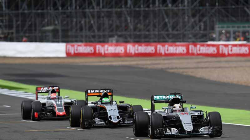f1-british-gp-qualifying-mercedes-1-and-2-win-monopolize-the-red-bull-camp-2-row-of-the-grid20160710-24