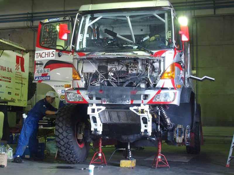 hino-team-sugawara-silk-way-rallys-first-race20160712-2