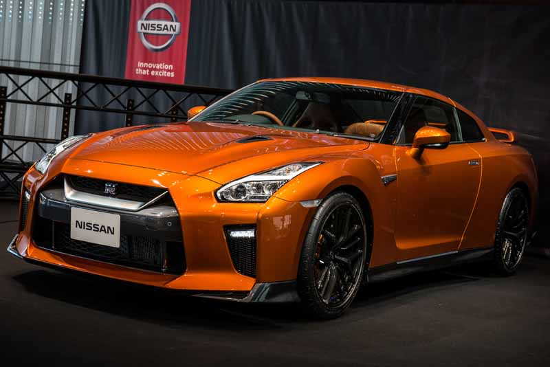 nissan-with-global-headquarters-gallery-held-an-exhibition-event-of-nissan-gt-r-17-year-model20160711-1