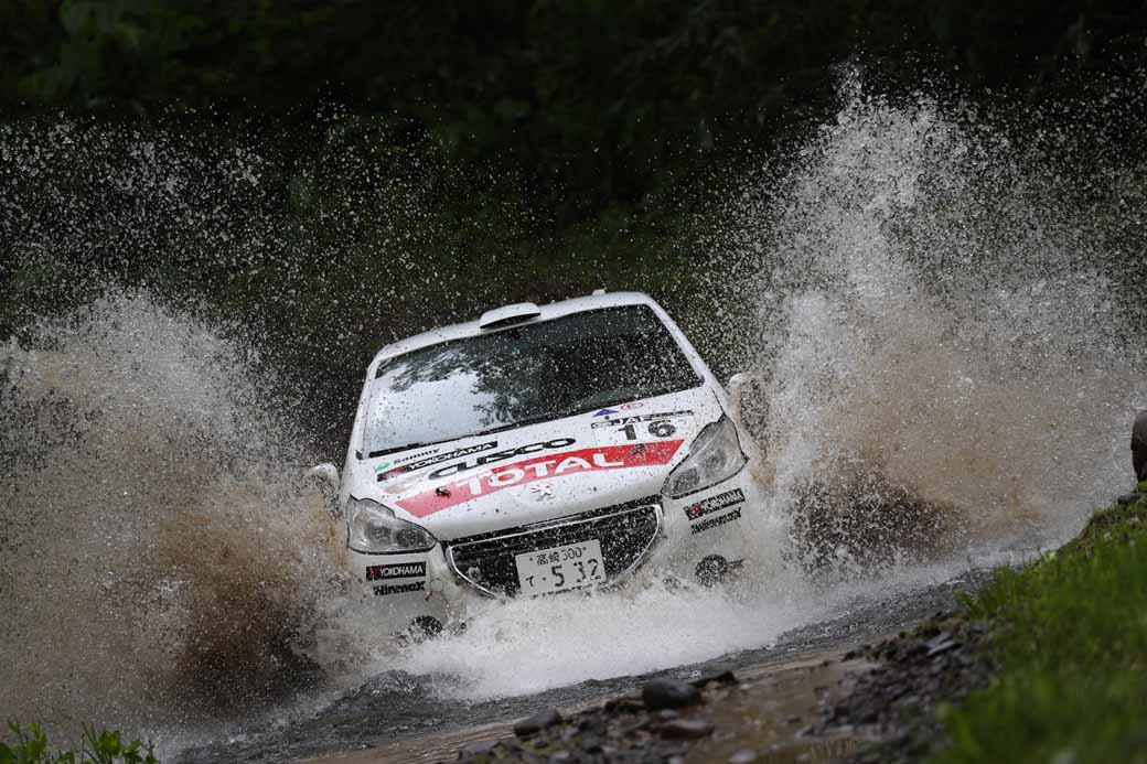 peugeot-208-r2-runaway-victory-in-jn5-class-in-the-fifth-round-of-the-all-japan-rally-championship20160704-1