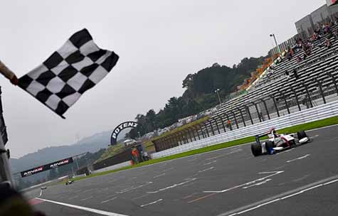 super-formula-2016-round-3-fuji-oliveira-his-first-victory-falling-off-in-the-pp-bandon-48-lap20160718-7
