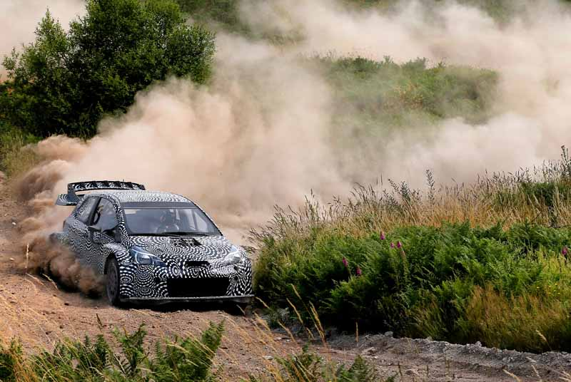 toyota-unveiled-a-video-of-combat-vehicle-yaris-wrc-towards-the-wrc-race-201720160725-1