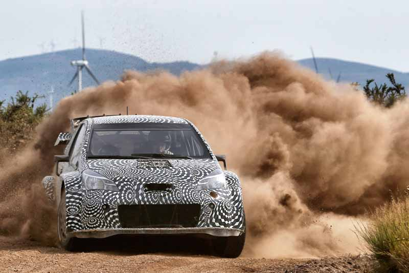 toyota-unveiled-a-video-of-combat-vehicle-yaris-wrc-towards-the-wrc-race-201720160725-6
