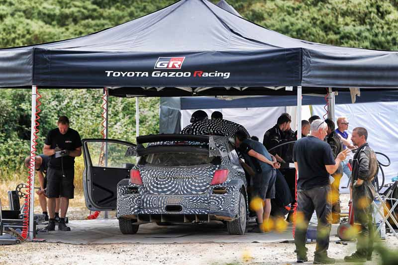 toyota-unveiled-a-video-of-combat-vehicle-yaris-wrc-towards-the-wrc-race-201720160725-9