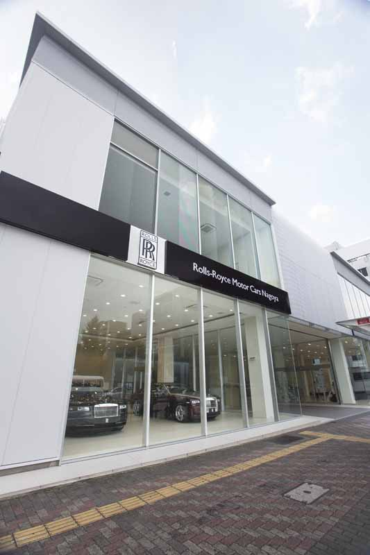 uk-rolls-royce-motor-cars-the-new-offices-opened-in-the-central-district-it-debuted-the-new-dawn-in-the-same-area20160728-1