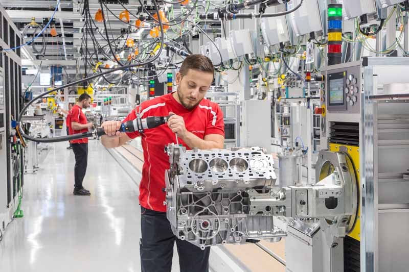 v8-engine-production-under-the-umbrella-of-vw-group-completed-a-new-plant-in-zuffenhausen-to-aggregate-in-porsche20160713-7