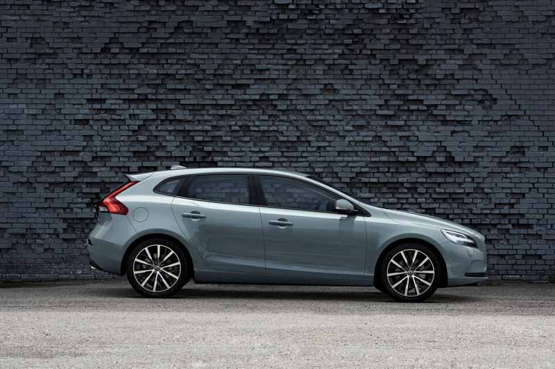 volvo-pedestrian-air-bag-equipped-with-the-new-v40-series-released20160705-1