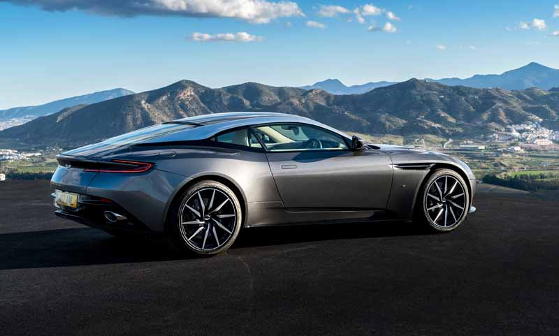aston-martin-announced-a-capsule-collection-in-partnership-anniversary-with-hackett20160815-3
