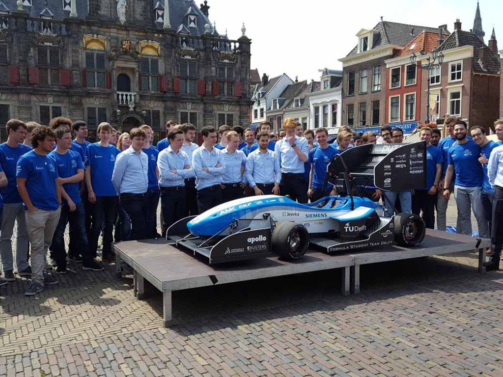 development-delft-university-of-formula-team-the-first-ev-formula-car-at-the-design-board-of-dassault-systemes20160805-2