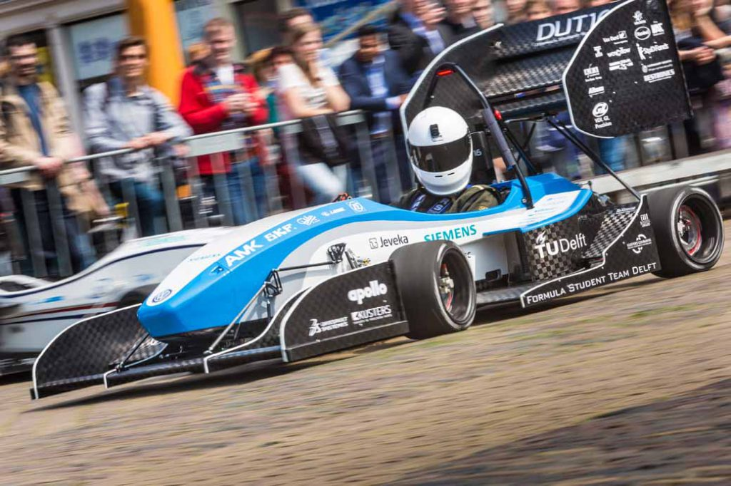 development-delft-university-of-formula-team-the-first-ev-formula-car-at-the-design-board-of-dassault-systemes20160805-3