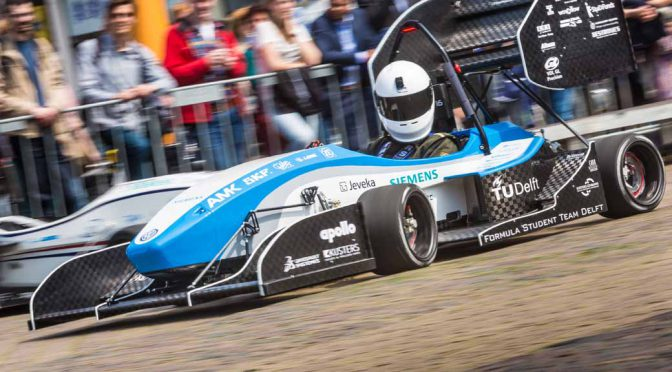 development-delft-university-of-formula-team-the-first-ev-formula-car-at-the-design-board-of-dassault-systemes20160805-3