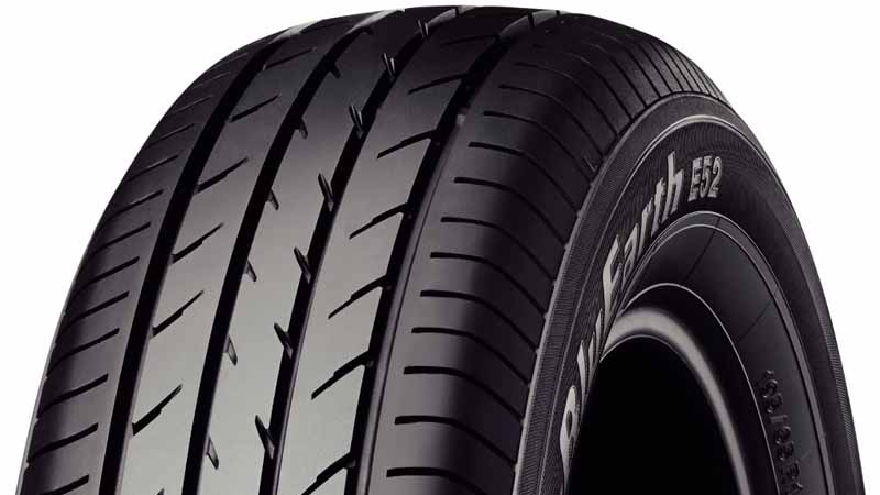 new-cars-fitted-bluearth-of-yokohama-tires-to-nissans-new-serena20160826-1