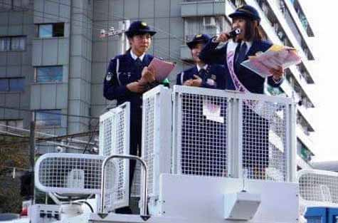 yamaha-and-kyoto-prefecture-shimogamo-police-multilingual-the-announcement-of-dj-police-carried-out-in-the-kyoto-gozan-no-okuribi20160812-1