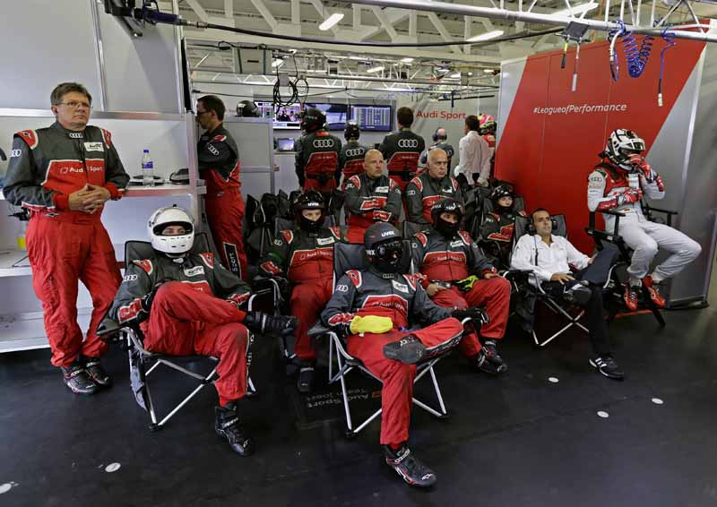 audi-camp-won-the-second-place-the-end-of-the-fierce-battle-in-the-wec-mexico-6-hours20150906-5