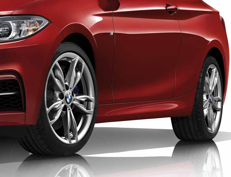 bmw-the-sport-of-the-m140i-and-m240i-coupe-was-both-practical-release20160917-5