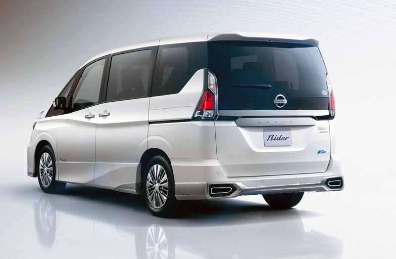 car-for-the-family-to-verify-the-experience-value-of-taking-the-same-car-through-the-new-serena-test-drive20160908-7