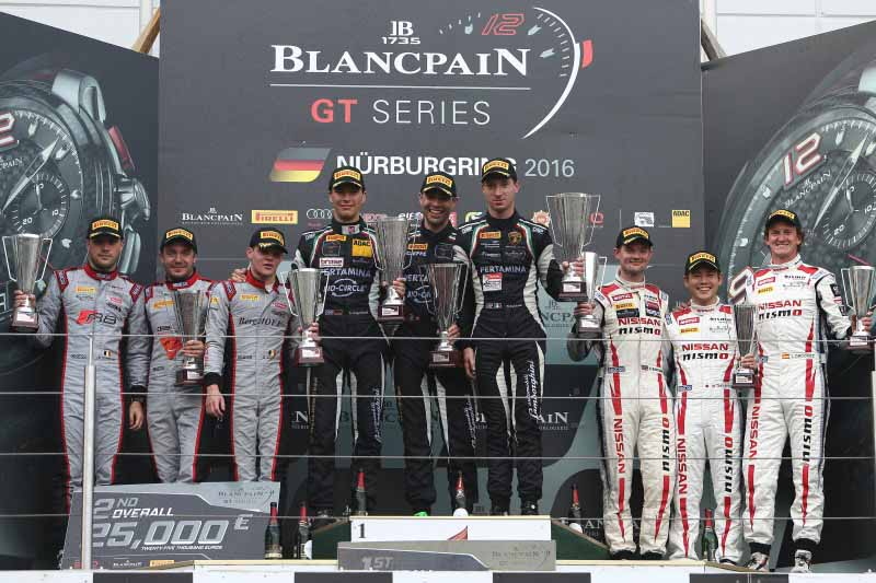 decorate-the-nissan-gt-academy-team-the-endurance-cup-final-race-on-the-podium20160920-4