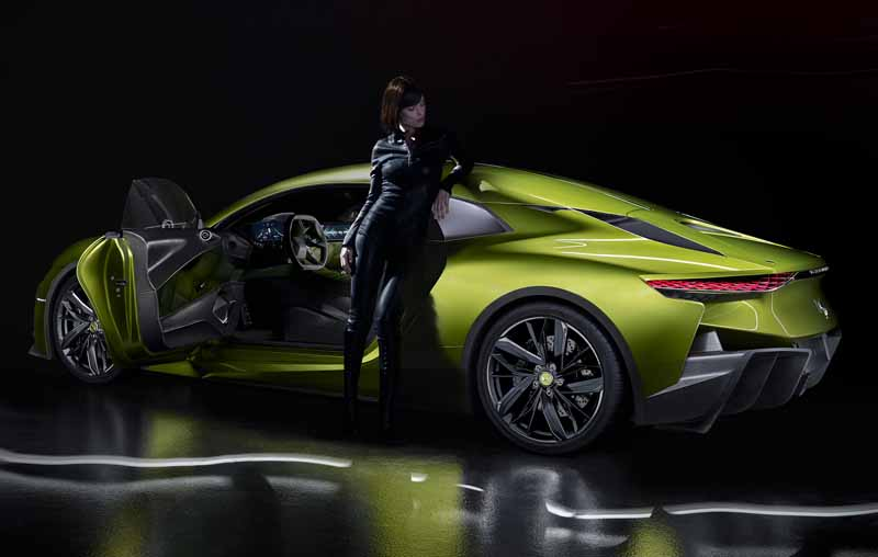 ds-brand-provides-a-virtual-experience-to-travel-the-history-of-the-brand-in-the-paris-motor-show-201620160929-10