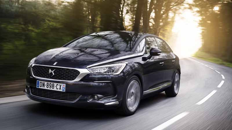 ds-brand-provides-a-virtual-experience-to-travel-the-history-of-the-brand-in-the-paris-motor-show-201620160929-29