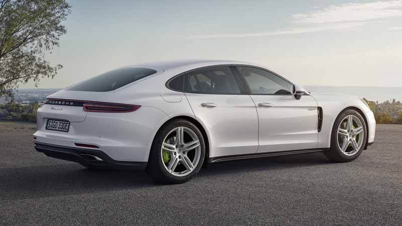 porsche-japan-the-start-of-the-booking-orders-for-the-panamera-4s-hybrid20160910-3