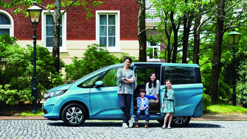 revamped-honda-the-freed-freed-plus-in-the-compact-minivan20160916-1
