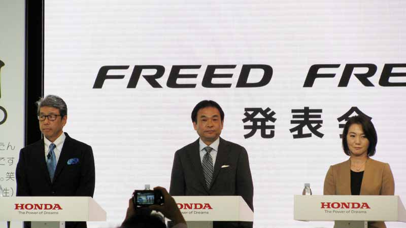 revamped-honda-the-freed-freed-plus-in-the-compact-minivan20160916-101