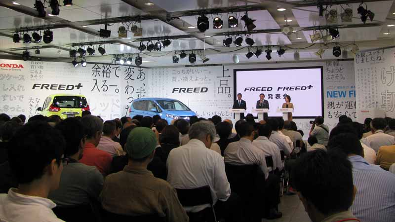 revamped-honda-the-freed-freed-plus-in-the-compact-minivan20160916-103