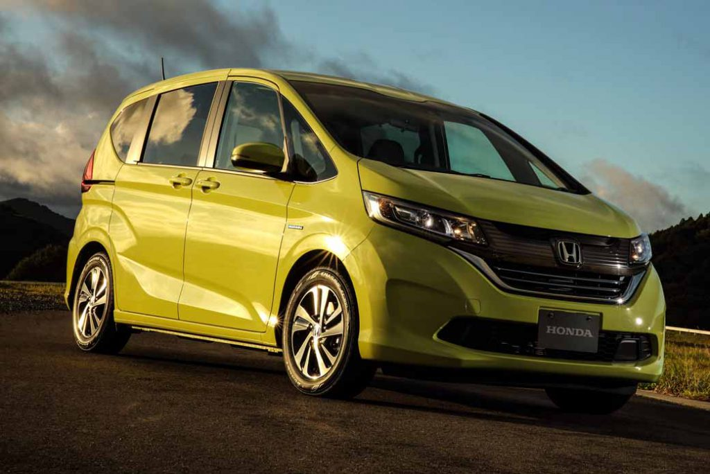 revamped-honda-the-freed-freed-plus-in-the-compact-minivan20160916-11