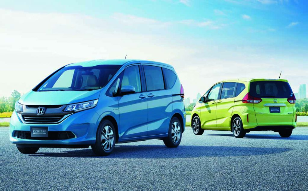 revamped-honda-the-freed-freed-plus-in-the-compact-minivan20160916-2