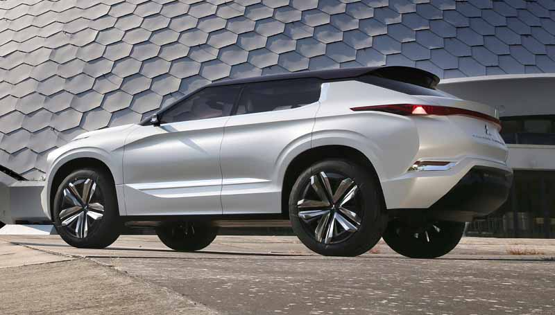 mitsubishi-motors-corporation-exhibited-the-charging-system-solutions-and-phev-%c2%b7-suv-in-paris-motor-show-201620161002-27