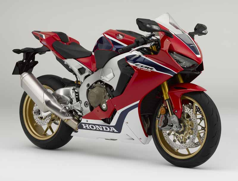 honda-announced-four-such-new-cbr1000rr-%c2%b7-cb1100-which-was-charged-with-electronic-control-technology-in-inter-moto20161009-1